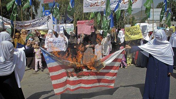 Demonstrace proti americkému filmu