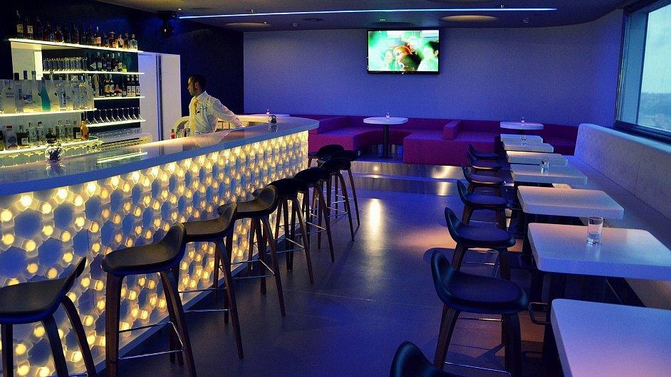 Nový bar v Žižkovské věži si pro letošní rok vysloužil titul nejlepšího designového podniku v Česku.