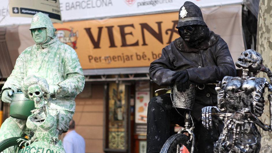 Živé sochy na barcelonské třídě La Rambla