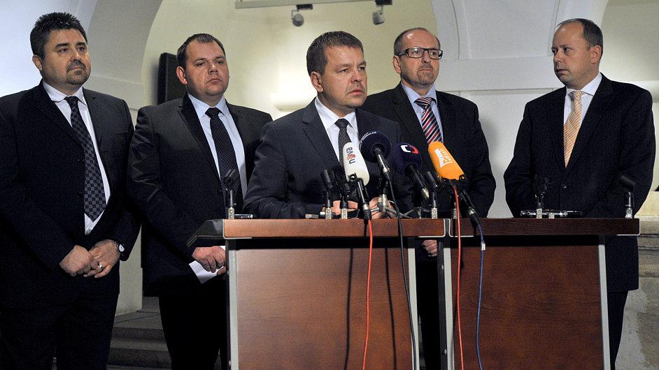 Vzbouření poslanci ODS ohlásili rezignaci.