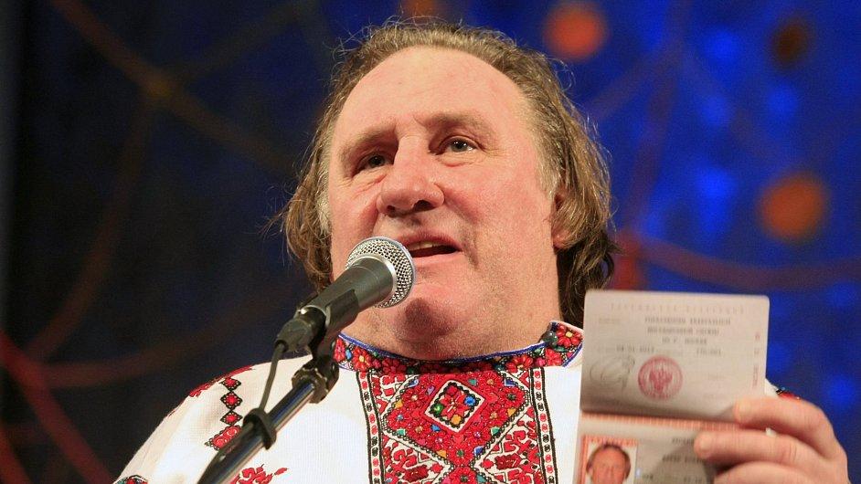 Gérard Depardieu se svým ruským pasem
