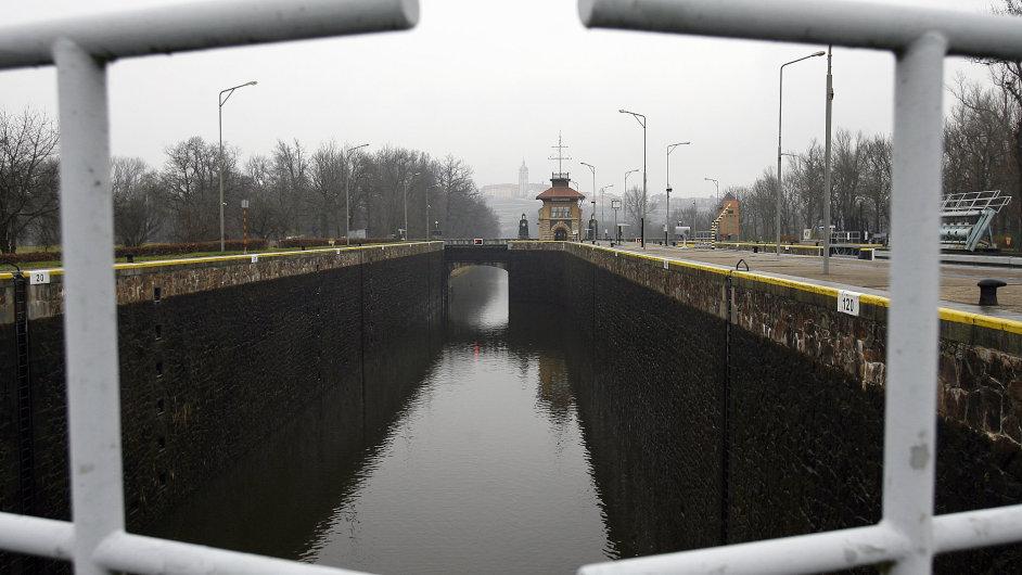 Plavební kanál u Mělníka. Ilustrační foto