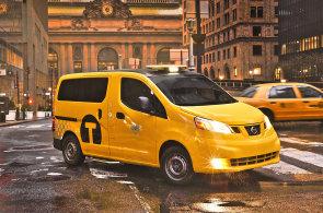 Bloombergovy nové taxíky pro New York zdržují žaloby provozovatelů i vozíčkářů