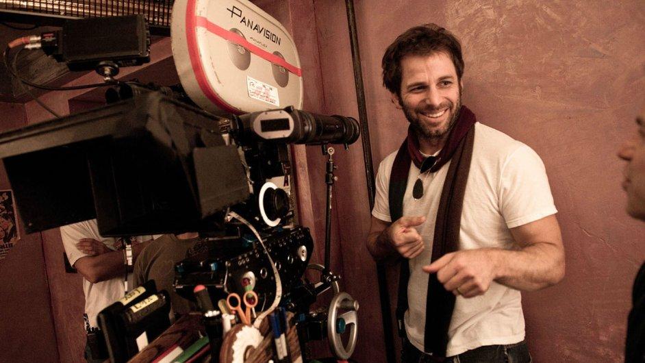 Režisér Zack Snyder při natáčení Muže z oceli