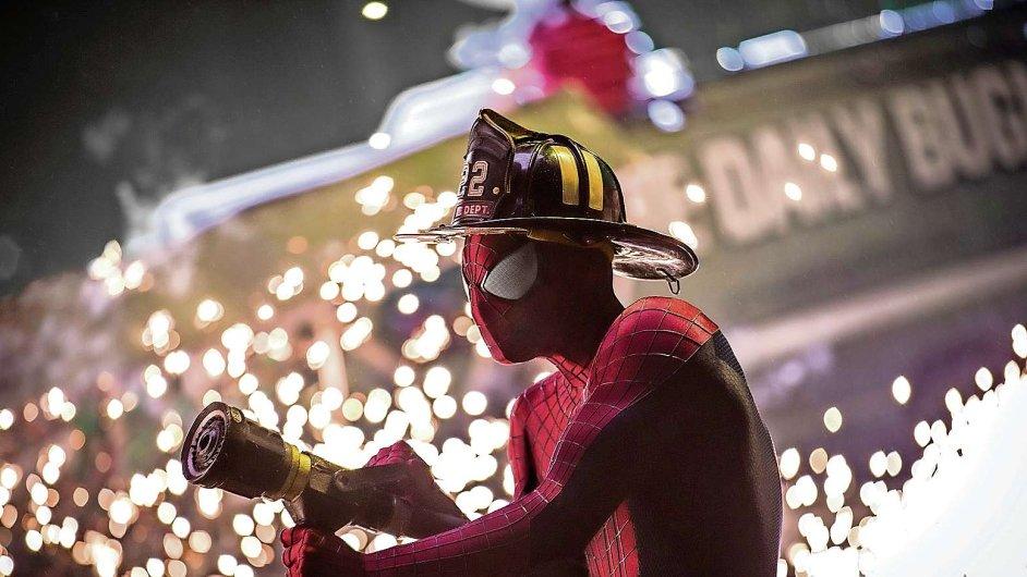 Za první víkend ve světových kinech Amazing Spider-Man 2 vydělal 132 milionů dolarů.