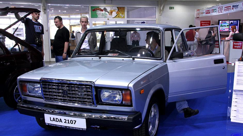 Ruský automobilový trh se propadá. Na snímku symbol ruských vozů Lada 2107.