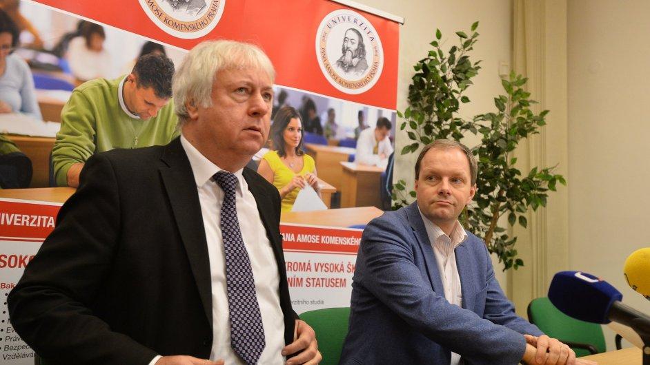 Ministr školství Marcel Chládek UJAK navštívil již dříve. Na fotografii spolu s rektorem Lubošem Chaloupkou.