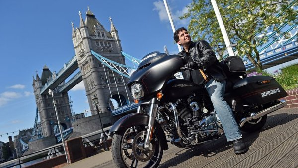 Harley-Davidson a pr�ce sn�. To je dvoum�s��n� j�zda nap��� Evropou