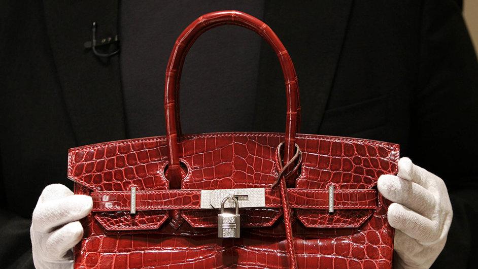 Na čekací listině mohou zájemkyně o kabelku Birkin strávit i více než dva roky.