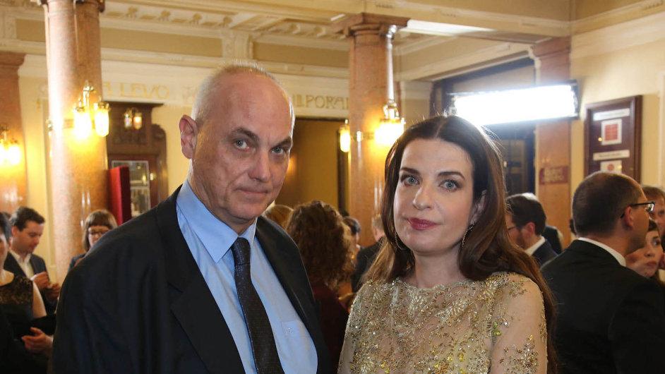 Michal Voráček radil státnímu majetkovému úřadu. Jeho služby zajímají policii. Voráček je na snímku se svou manželkou, moderátorkou Michaelou Jílkovou.