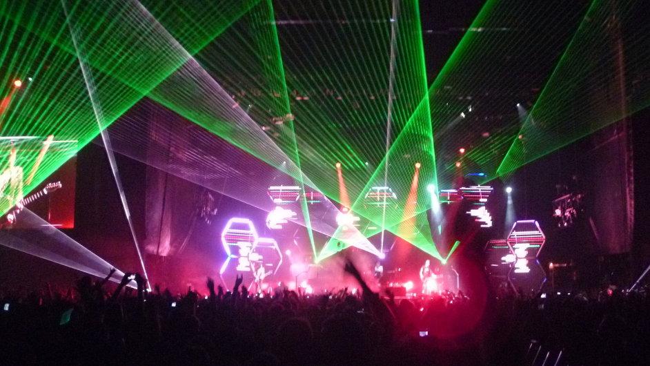 Snímek z vystoupení Muse na festivalu v San Francisku roku 2011
