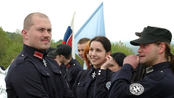 Ve volbách překvapivě uspěl nacionalista Marian Kotleba (vlevo).