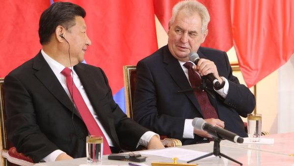 Čínský prezident Si Ťin-pching se na Pražském hradě setkal s prezidentem Milošem Zemanem.