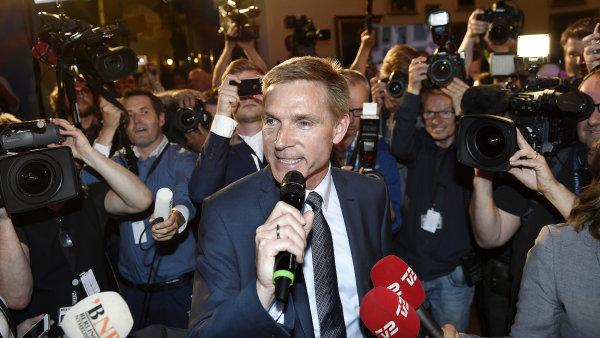 Radikálně pravicová Dánská lidová strana v čele s Kristianem Dahlem se loni stala druhou nejsilnější stranou v zemi. Menšinovou vládu donutila ke zpřísnění přistěhovalecké politiky.