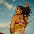 Nov� film v Cannes zachycuje t�kav� sv�t mlad�ch, Shia LaBeouf v n�m prod�v� p�edplatn� �asopisu