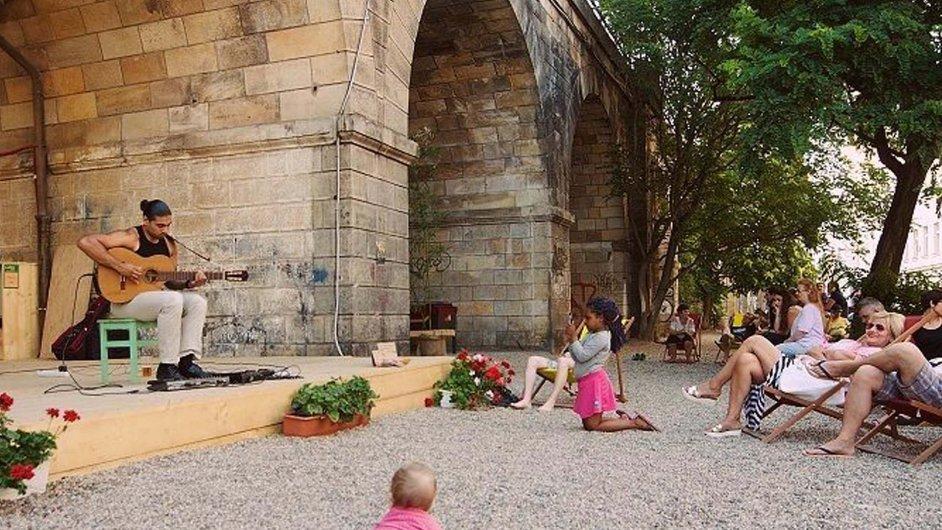 Projekt Viadukt Kreativní chce oživit klenby karlínského viaduktu po vzoru světových metropolí.