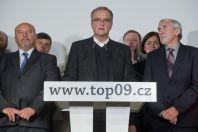 Předseda TOP 09 Miroslav Kalousek přichází dovolebního štábu TOP 09 v Prazeočekávaly výsledky krajských a senátních voleb.