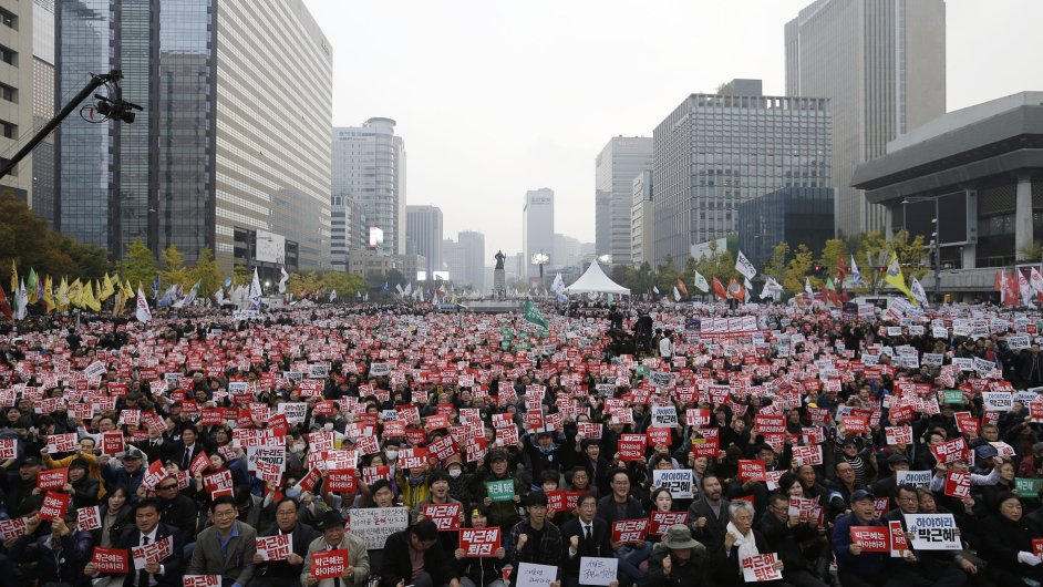 South Korean protesters stage a rally calling for South Korean President Park Geun-hye to step down in downtown Seoul