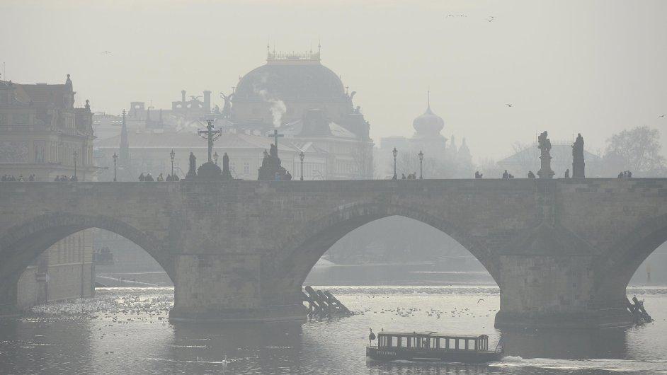 Smogová situace v Praze na snímku z 20. ledna.
