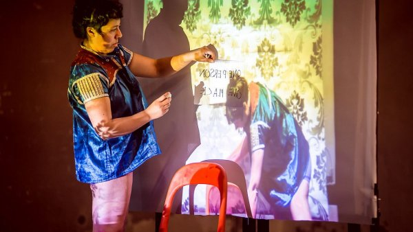 Snímek ze zkoušek představení Stereopresence.