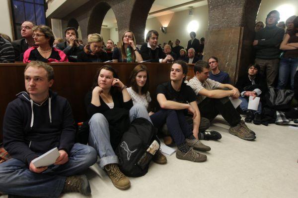 Studenti a akademici protestovali proti novému vysokoškolskému zákonu.