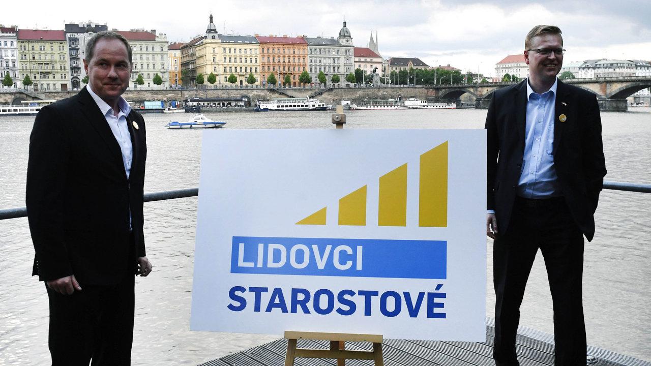 Předsedové Pavel Bělobrádek (vpravo) aPetr Gazdík ještě vpolovině května sršeli optimismem, deset procent se zdálo lehce dosažitelných.