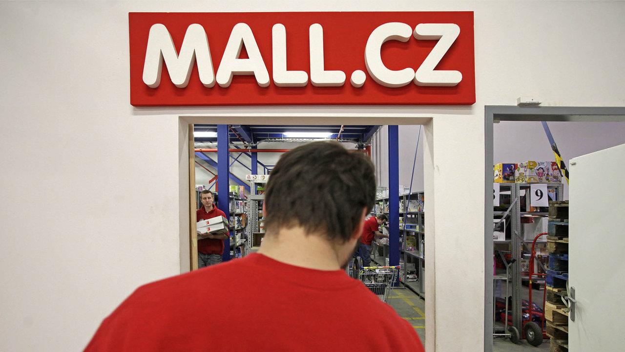 E-shop Mall.cz aktuálně zaměstnává v Česku 875 lidí.
