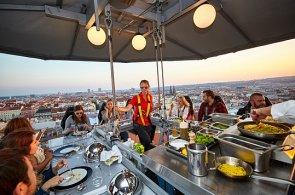Skvělá gastronomie nad Prahou. Jak se obědvá v oblacích s michelinským šéfkuchařem