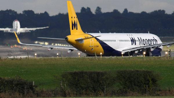 Britské aerolinky Monarch končí, 110 000 lidí čeká na letištích.