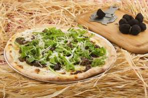 Sezona vzácných hub: Inspirujte se lanýžovu pizzou. Prožít můžete celou lanýžovou noc