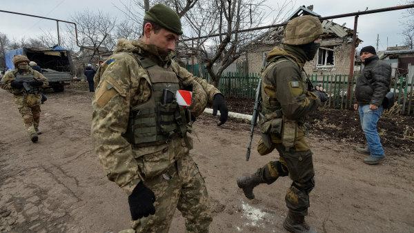USA zrušily embargo. Dosud se ukrajinská armáda musela spoléhat především na zbraně vlastní či ruské provenience.