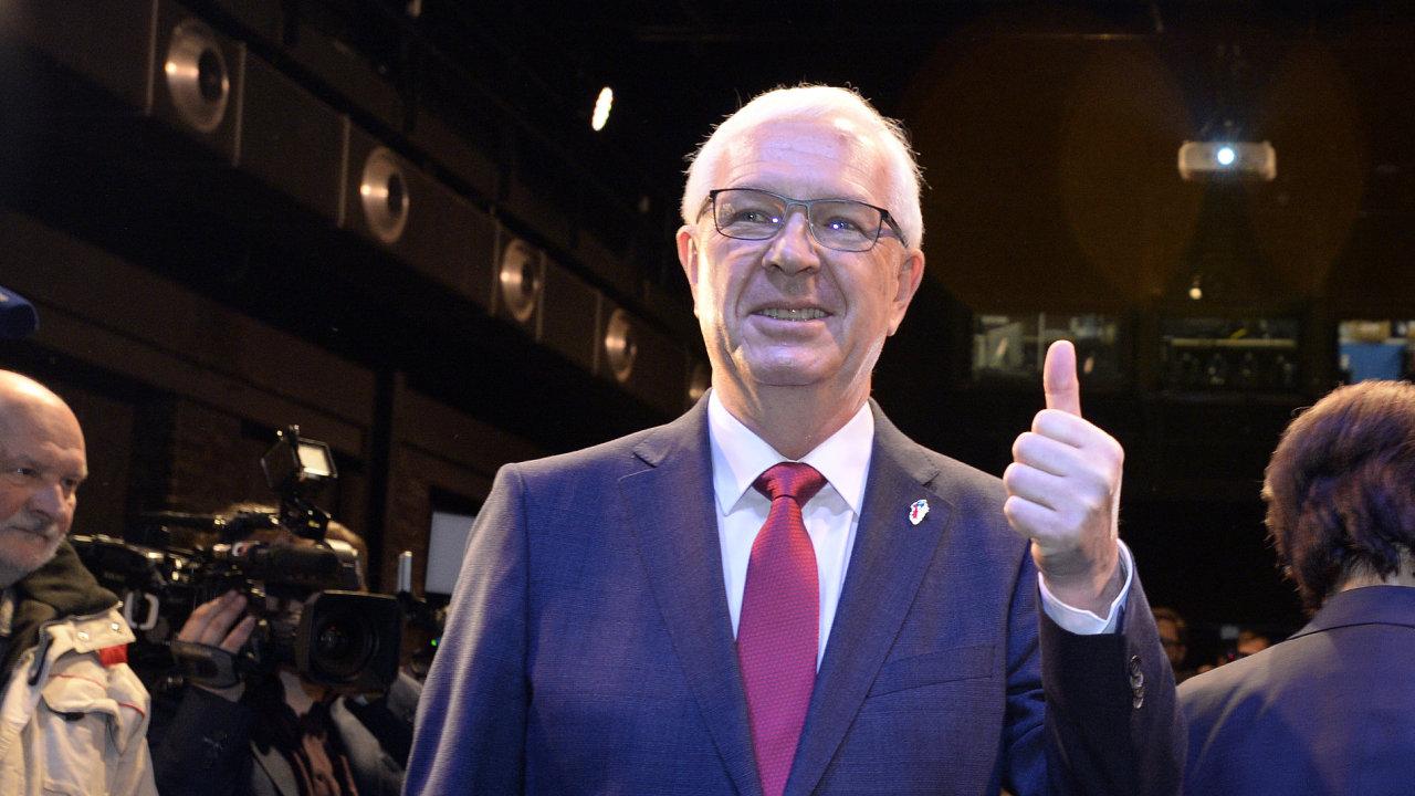 Jiří Drahoš postoupil do druhého kola prezidentské volby.