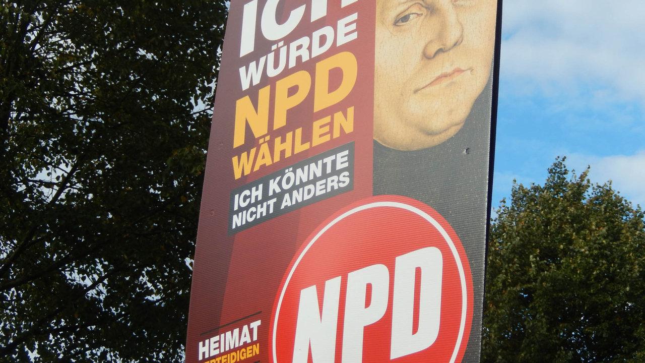 Volil bych NPD. Tato slova říká Martin Luther na plakátu Národnědemokratické strany ve městě Angely Merkelové.