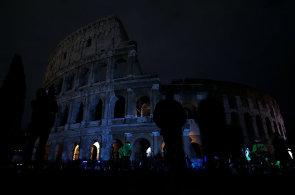 Svět se na 60 minut ponořil do tmy. K Hodině Země se připojilo římské Koloseum, athénský Parthenon nebo moskevské mrakodrapy