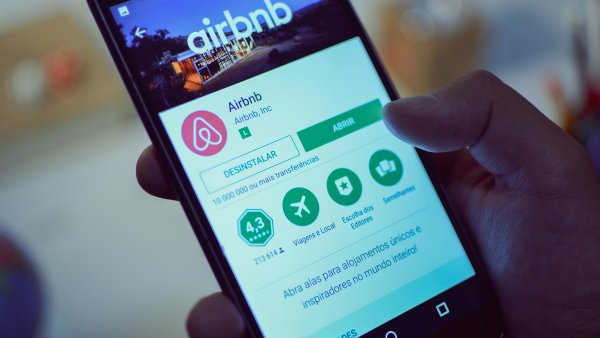 Do 11. října minulého roku si pronajímatelé bytů přes Airbnb, mohli vybrat: buď poskytovali ubytovací služby podle živnostenského zákona, nebo se vešli do kolonky pronájem bez doprovodných služeb.