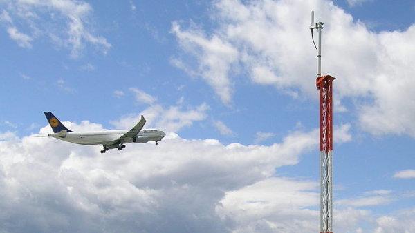 Sledovací systémy z Pardubic udržují bezpečný provoz na letištích po celém světě