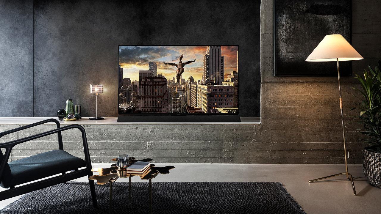 OLED televize Panasonic FZ950 má fantastický obraz, ke koupi by mohla lákat více