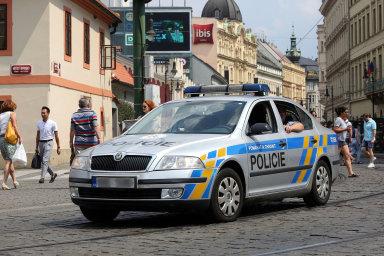 """""""Situace se nedá nazvat jinak než kritická,"""" prohlásil Hamáček. Ministerstvo se podle něj snaží nahradit už zcela nevyhovující auta od roku 2017, ale naráží na komplikace ze strany ÚOHS."""