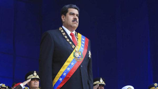Venezuela zvýší ceny paliva, zatím jen pro odpůrce vlády. Doposud šlo za cenu kávy natankovat malé SUV 900krát