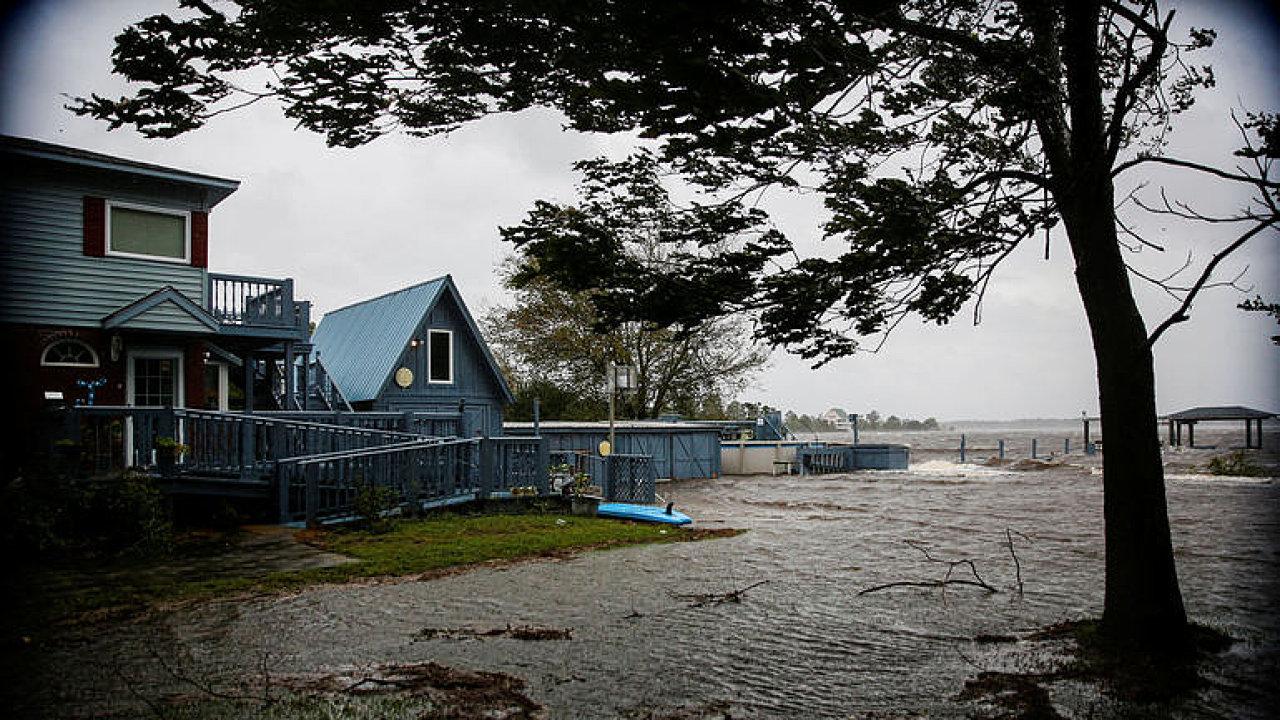 Blíží se hurikán Florence. Záplavy může pocítit celá Severní Karolína