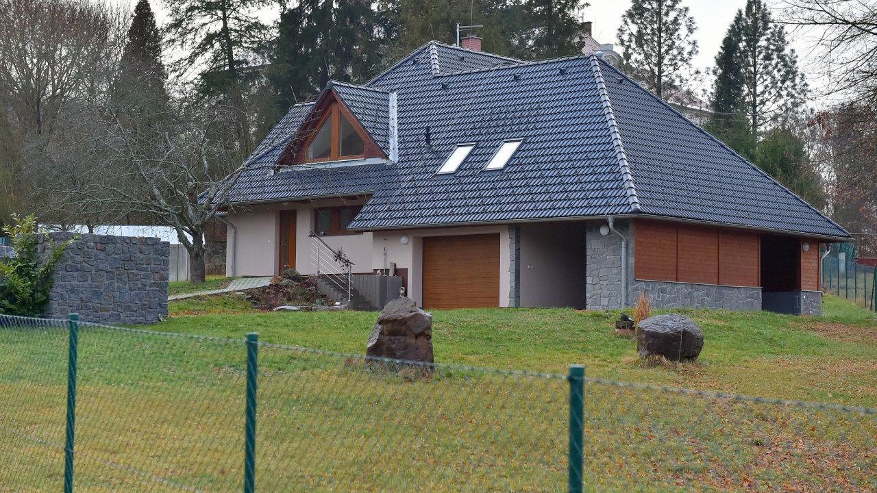 NKÚ kritizuje Vojenské lesy a statky kvůli neúměrně vysokým nákladům na stavbu domu pro bývalého ředitele karlovarské divize Milana Suka