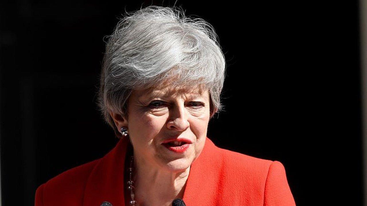 Konec Mayové? Británie vykročila k tvrdému brexitu, nastoupit může Johnson, říká Novák.