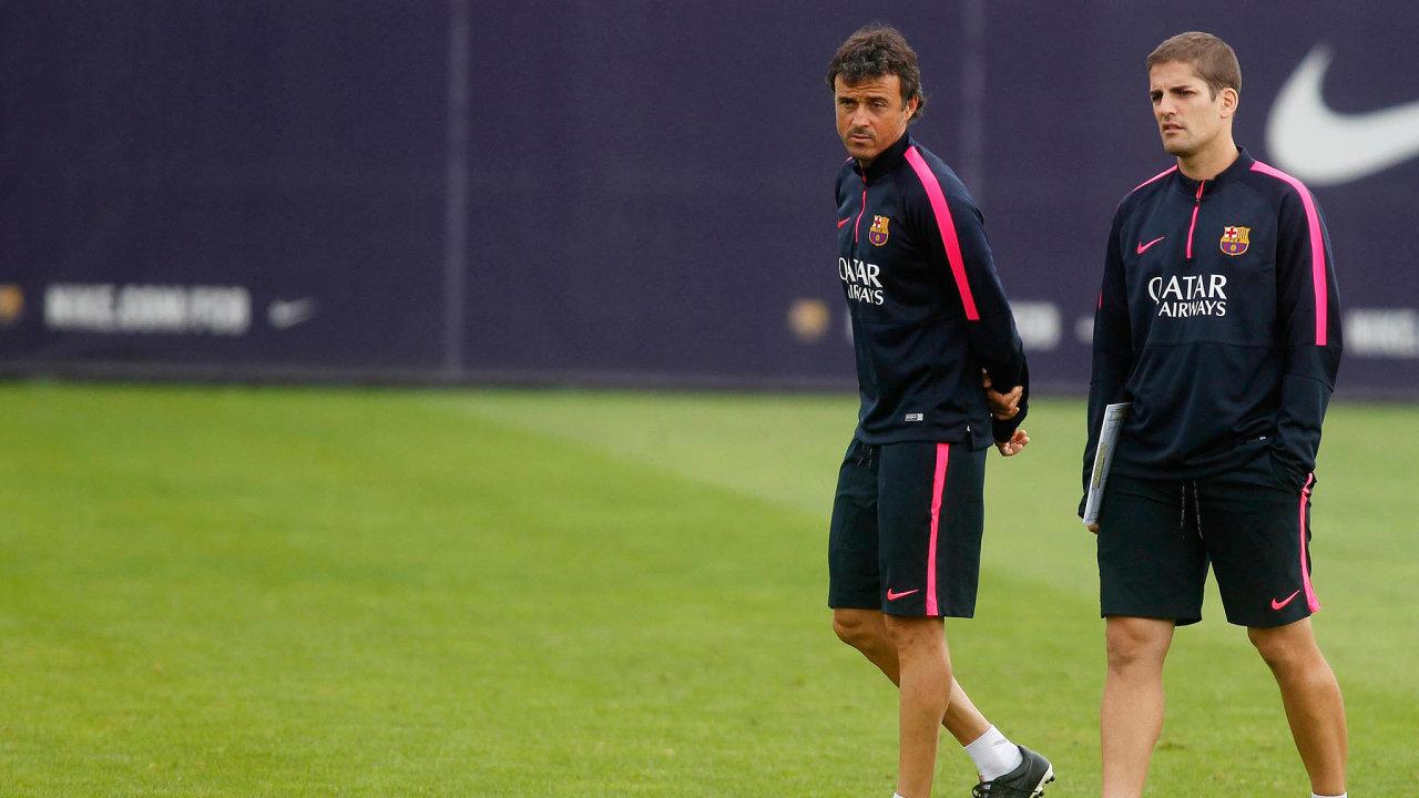 Luis Enriqe (vlevo) a Robert Moreno kromě španělské reprezentace trénovali společně například i mužstvo Barcelony (snímek je z roku 2014). Teď se jejich cesty rozcházejí.