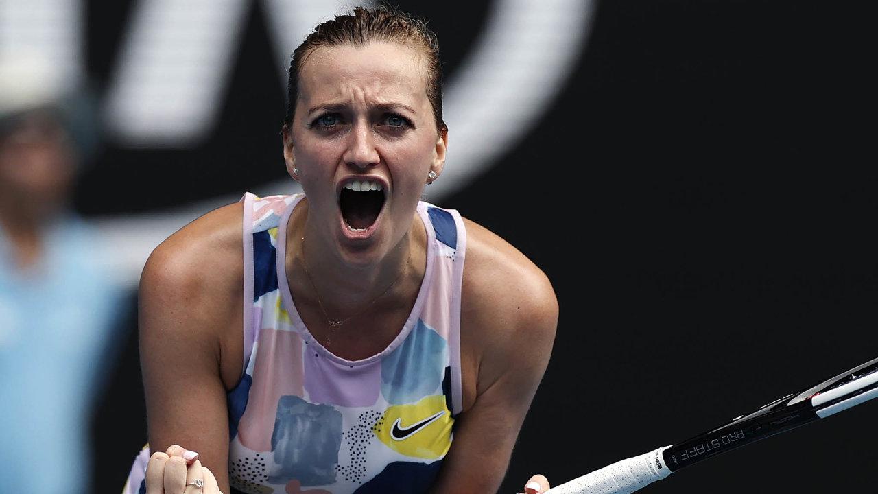 Zatím vítězí. Petra Kvitová povelkém boji postoupila dočtvrtfinále Australian Open. MariiSakkariovou zŘecka porazila6:7, 6:3 a6:2.