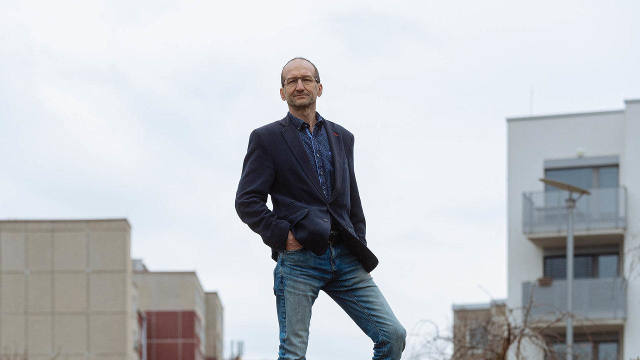 Pavel Milata je předseda představenstva společnosti Leading Farmers, kterou vroce 2000 spoluzakládal. Firma se zabývá prodejem technologií pro zemědělství.