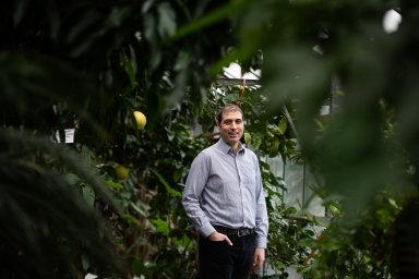Jan Banout je děkanem Fakulty tropického zemědělství na České zemědělské univerzitě. Věnuje se i vědecko-výzkumné činnosti v oblasti technologie zpracování potravin a potravinové bezpečnosti.