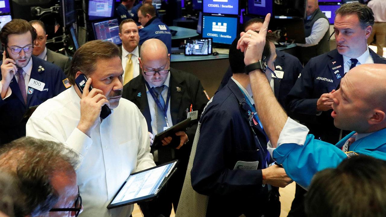 Podivný svět akcií aburz. Žije si sám pro sebe, nebo pečlivě sleduje dění zaokny?
