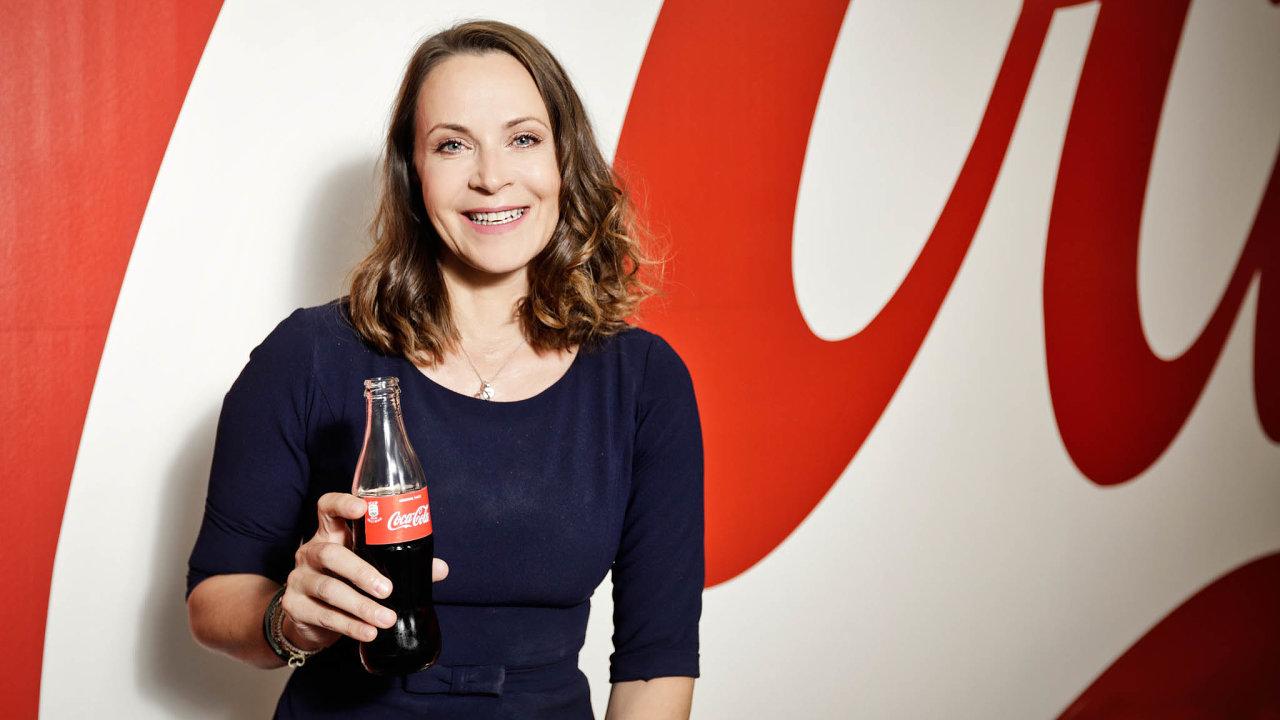 Povýšení a odchod z Česka. Po osmnácti letech putování světem se dosavadní šéfka distribuční společnosti Coca-Cola pro Česko a Slovensko vrací domů, na významný trh Řecko + Kypr.