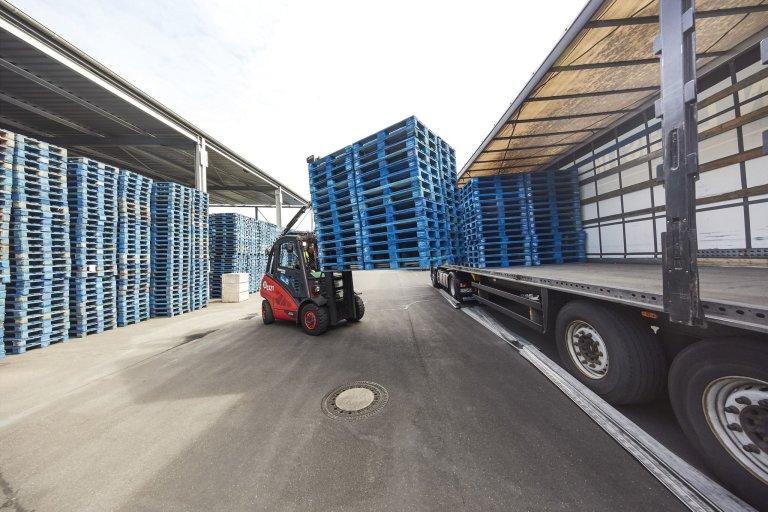 Využívaní logistických řešení společnosti CHEP umožňuje centrálnímu skladu dm drogerie v Jihlavě dosahovat větší provozní efektivity.
