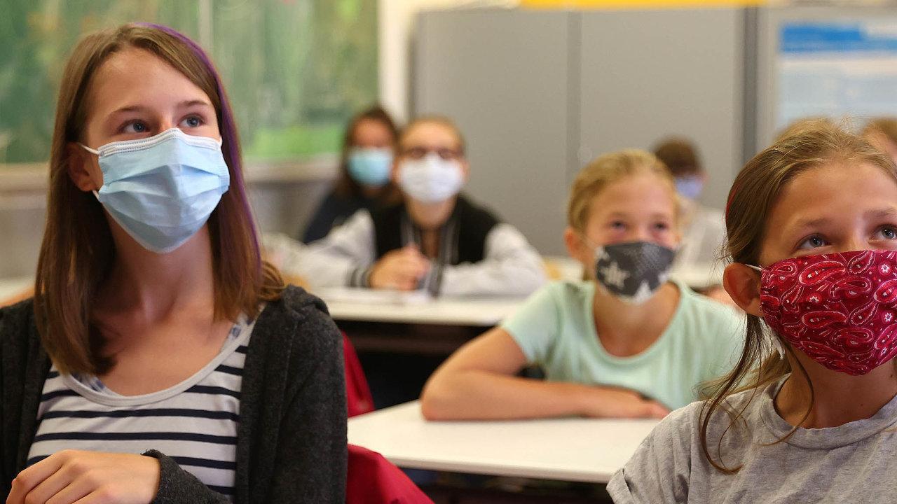 Raději vrouškách: Vněmecké spolkové zemi Hesensko nejsou roušky pro žáky povinné. Děti je ale raději nosí.